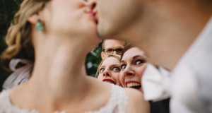 Прикольные моменты с участием жениха и невесты-5