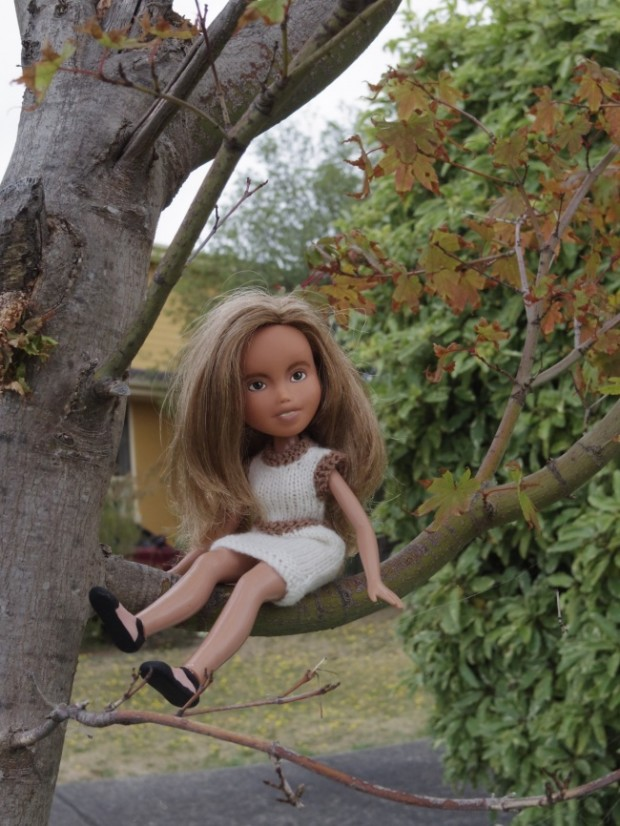 Кукла Барби с макияжем и без него-9