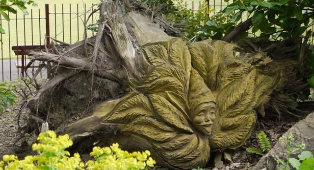 Скульптуры из старых пней-9