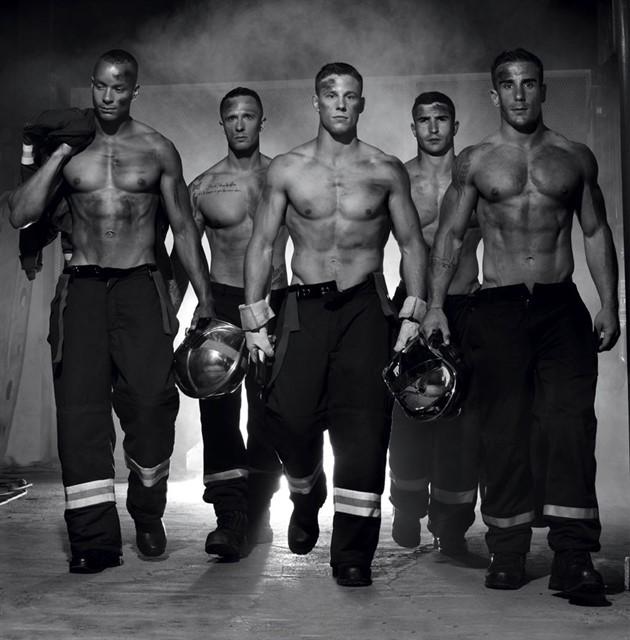 Французские пожарные на календаре 2016-2