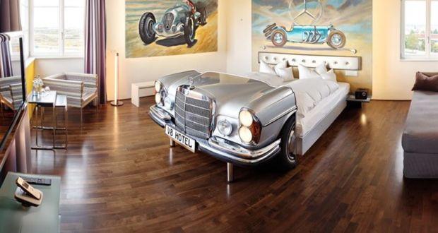 Автомобильный декор в отеле V8 в Штутгарде