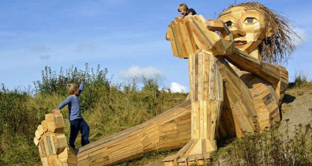 Деревянные гиганты населили районы Копенгагена, благодаря проекту Thomas Dambo