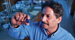 Новый оттенок синего цвета YlnMn открыт впервые за 200 лет