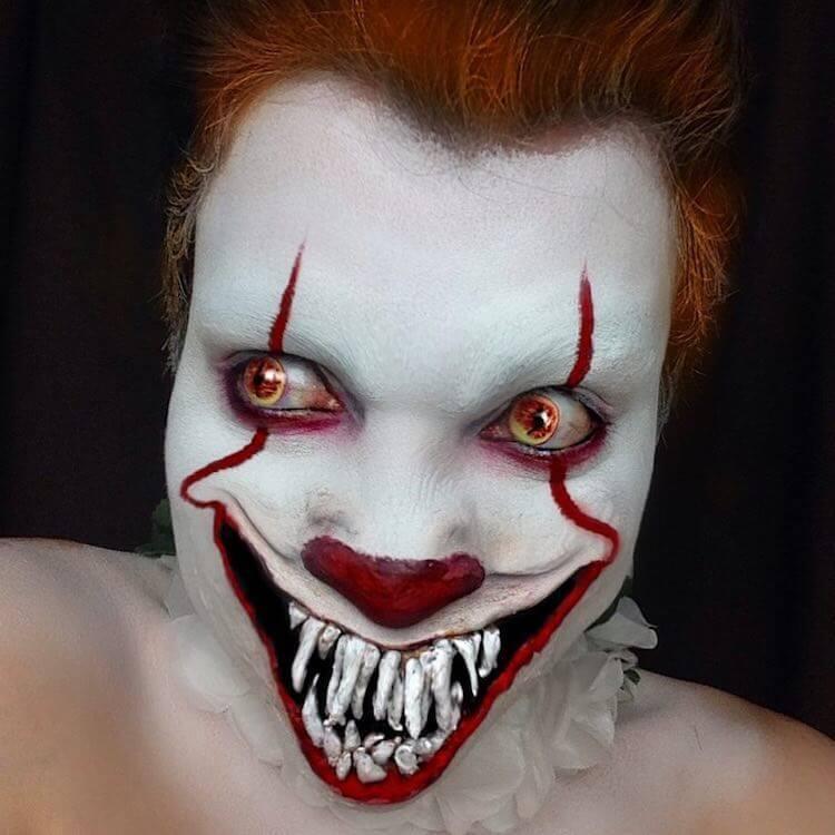 """Клоун Пеннивайз из фильма ужасов """"Оно"""" в честь Хэллоуина"""