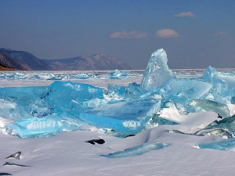 Замёрзшее озеро Байкал
